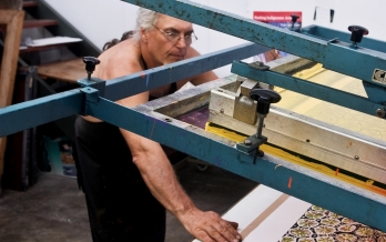 Theo Tremblay screenprinting at Canopy Art Centre
